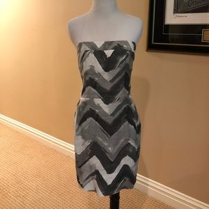 Gorgeous linen strapless dress w/grey&white design